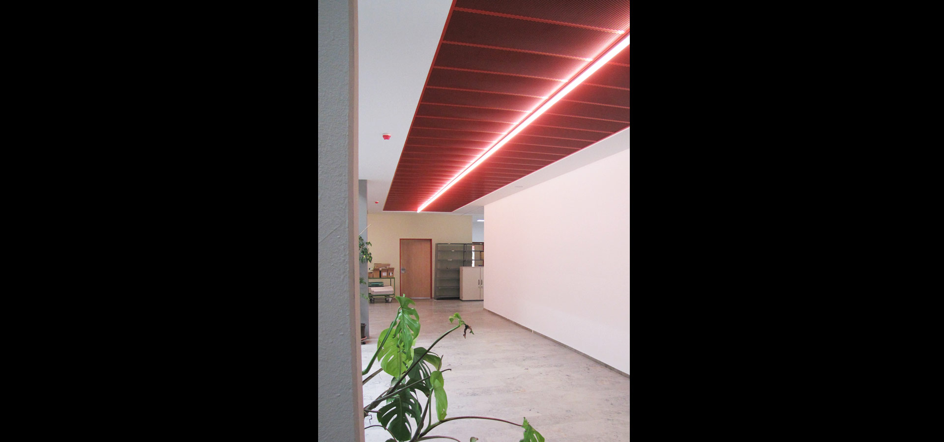 Luxsystem luminaire corridor lighting and emergency lighting light line