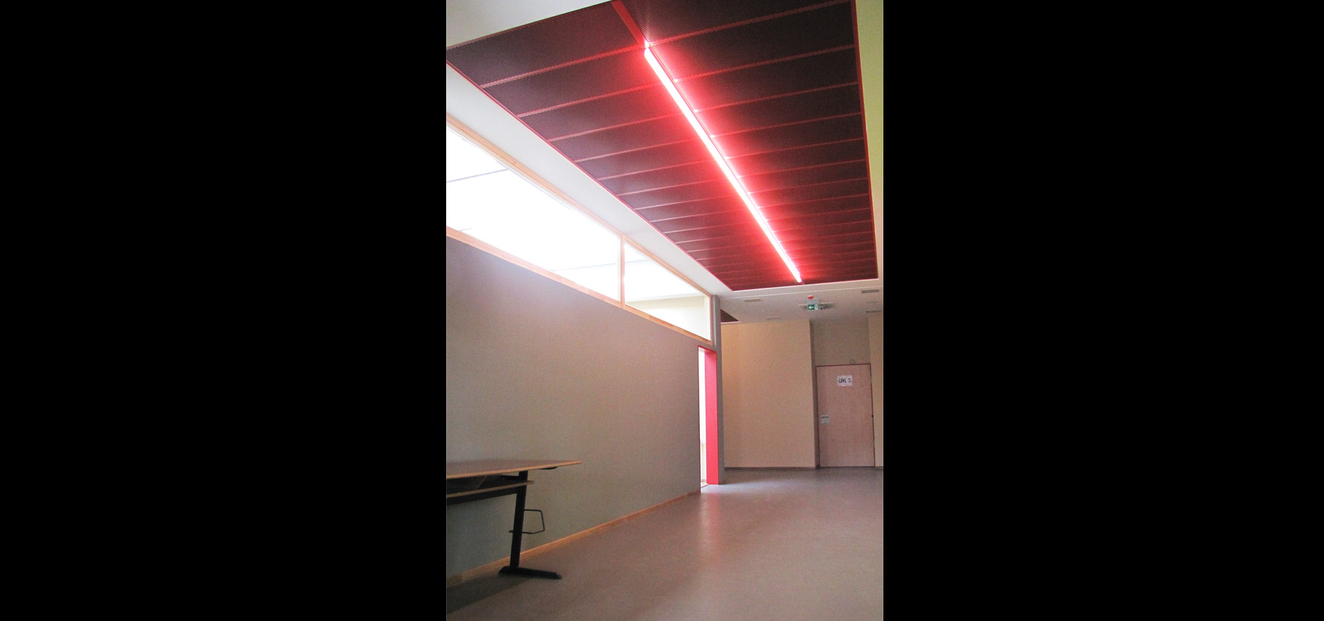 Luxsystem luminaire light line with emergency lighting