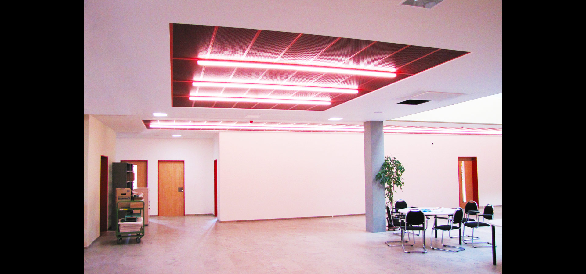 Luxsystem school corridor lighting and emergency lighting SL 20.2 light line