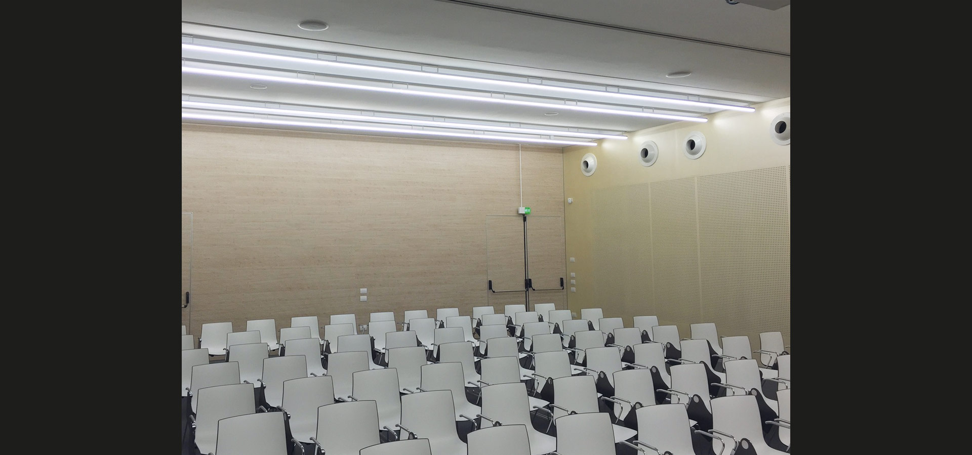 Luxsystem minimalistic office lighting tunable white training room SL 20.3