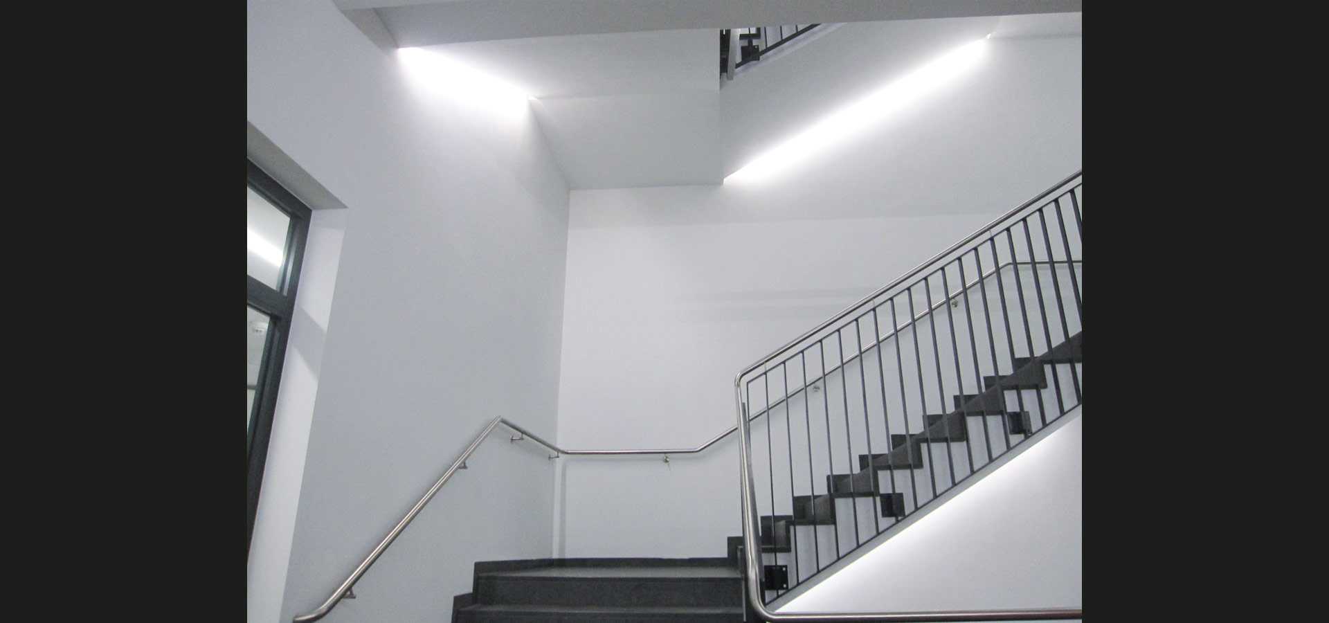 staircase lighting with light strip by luxsystem luminaire