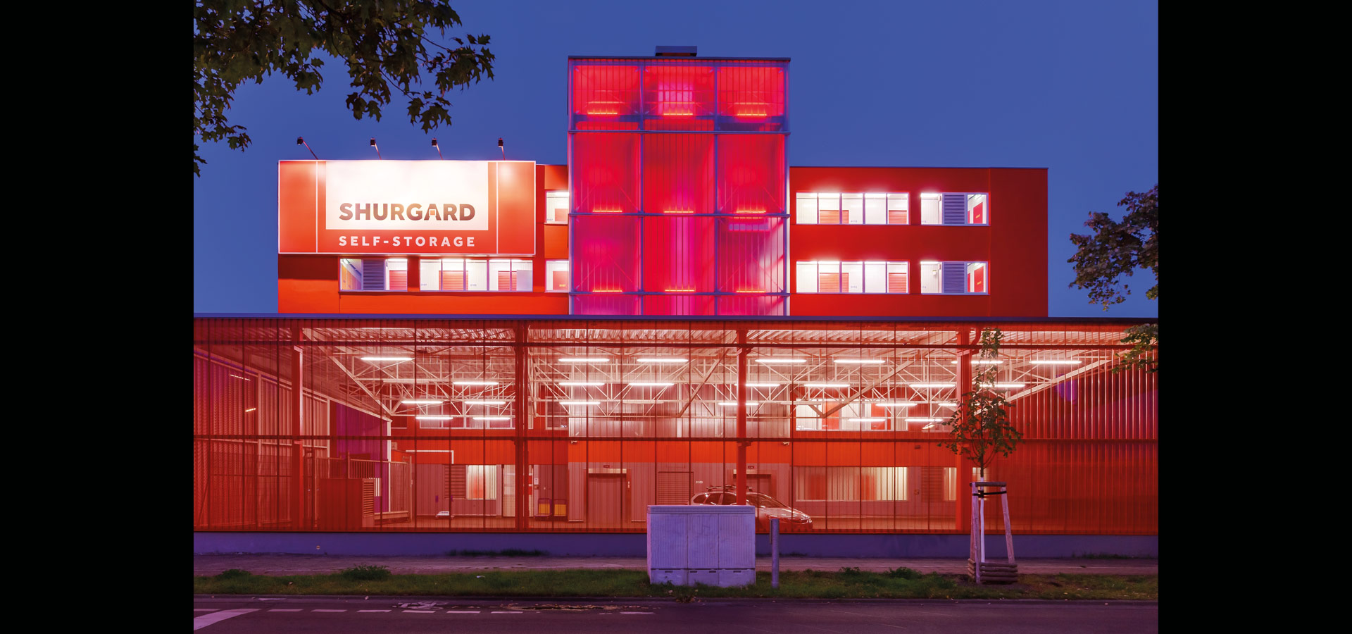Luxsystem shurgard germany facade lighting led light lines RGB 20.2