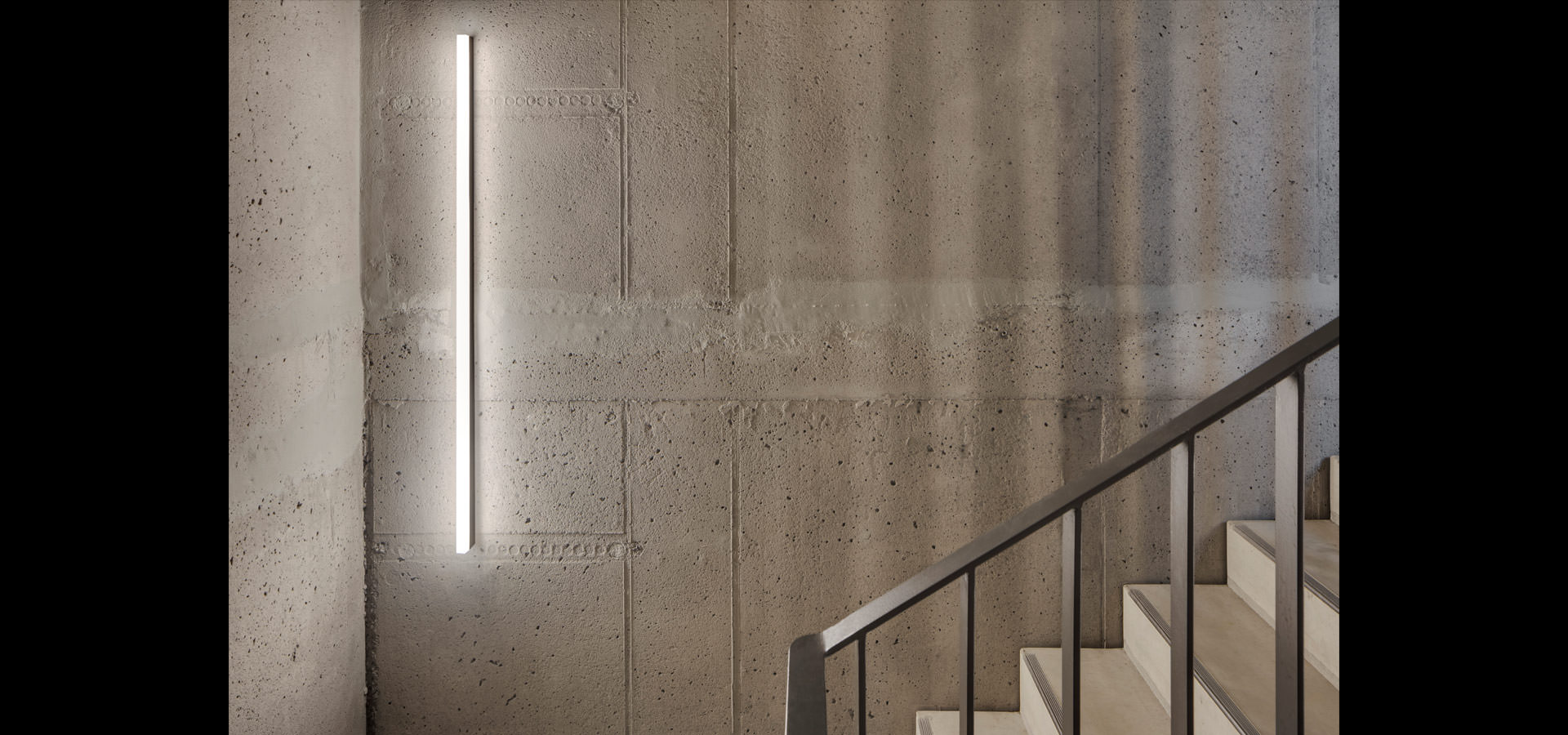 Architectural lighting purism LED lighting from Luxsystem Hamburg with black sl 20.3 led luminaires