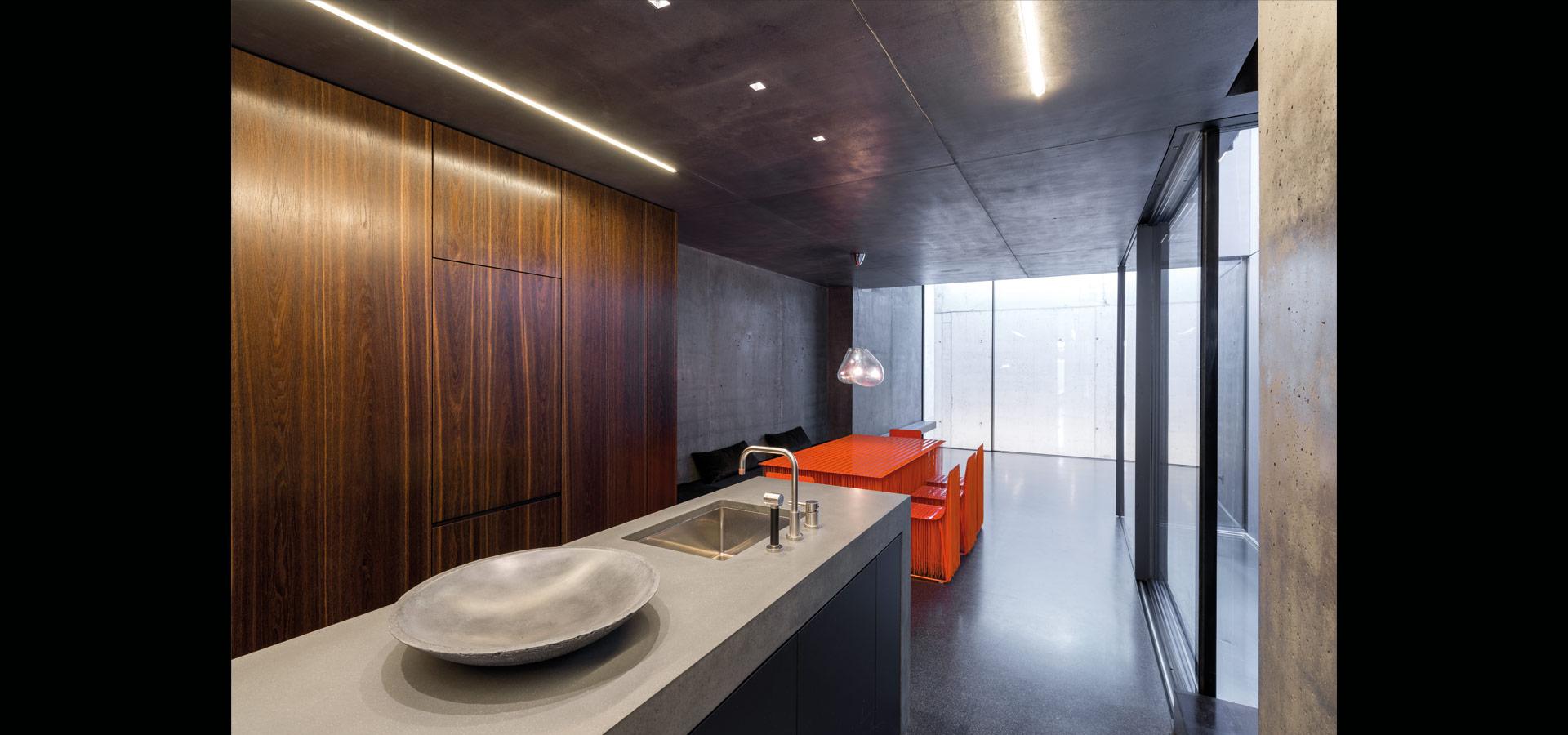 schlanke lineare lichtlinien im privathaus luxsystem. Black Bedroom Furniture Sets. Home Design Ideas